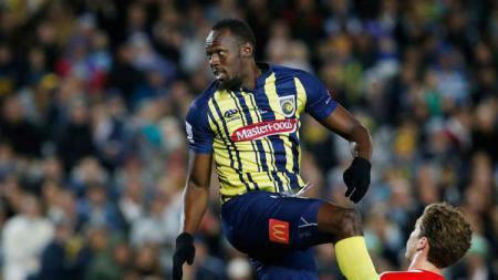 Usain Bolt jalani debut sebagai pesepakbola profesional bersama Central Coast Mariners. - INDOSPORT