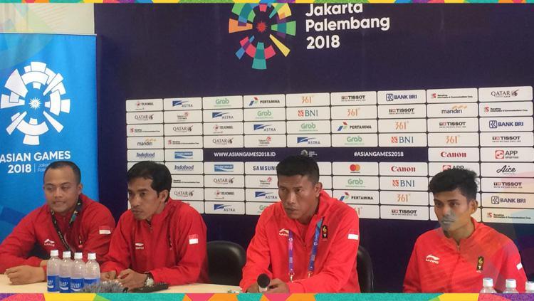Tim Sepak Takraw Indonesia dalam jumpa pers usai mendapat medali. Copyright: Lanjar Wiratri/INDOSPORT