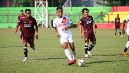 Skuat PSM Makassar sedang melakukan latihan rutin di Stadion Andi Mattalatta Mattoanging. - INDOSPORT