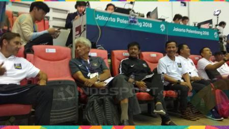 Djajang Nurjaman dan Indra Sjafri tampak hadir di final sepak bola Asian Games 2018 antara Jepan melawan Korea Selartan. - INDOSPORT