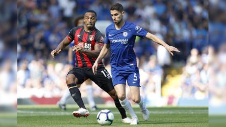 Jorginho menggiring bola saat Chelsea vs AFC Bournemouth di Liga Primer Inggris. - INDOSPORT