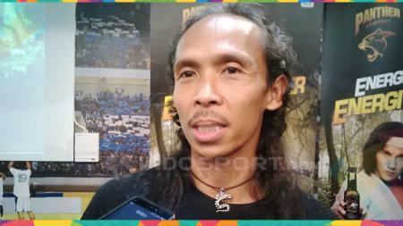 Pesilat sekaligus aktor, Yayan Ruhian saat ditemui di 1933 Dapur & Kopi, Jalan Sulanjana, Kota Bandung beberapa hari lalu. - INDOSPORT