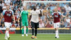 Indosport - Romelu Lukaku mengacungkan jempol keatas usai cetak gol.