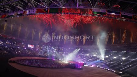 Kemeriahan pesta kembang api di penutupan Asian Games 2018. - INDOSPORT