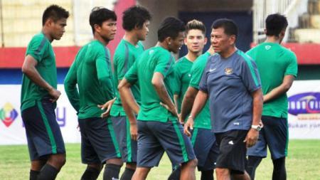 Pelatih Benny Dollo saat masih menukangi Tim Nasional Indonesia - INDOSPORT