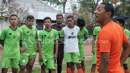 Manajemen klub promosi Liga 2, Putra Sinar Giri (PSG) membuat gebrakan jelang kompetisi dengan menunjuk eks pelatih Perseru Serui, I Putu Gede sebagai pelatih. - INDOSPORT