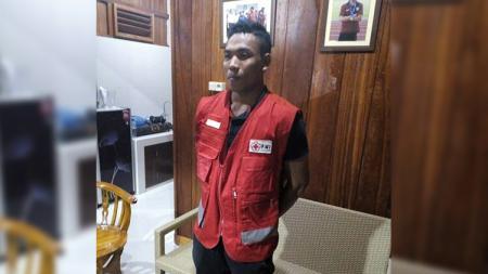 Lalu Muhammad Zohri menjadi relawan Palang Merah Indonesia (PMI) untuk Lombok. - INDOSPORT