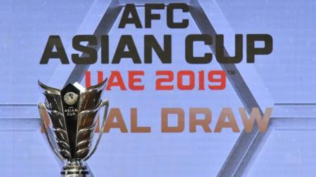 Trofi Piala Asia 2019 di UEA. - INDOSPORT