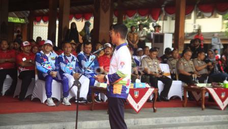 Ketum INAPGOC Raja Sapta Oktohari menyampaikan sambutan seusai prosesi torch relay.