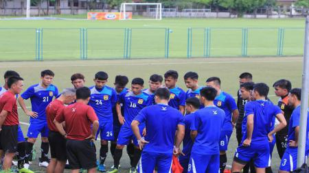 Timnas Laos persiapkan Piala AFF 2018 dengan berlatih di Spanyol. - INDOSPORT