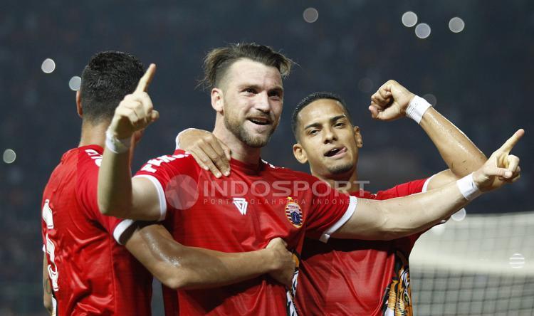 Marko Simic saat selebrasi usai jebol gawang Selangor FA. Copyright: INDOSPORT/Herry Ibrahim