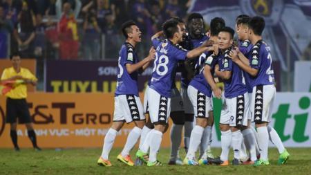 Pemain Hanoi FC Merayakan Golnya - INDOSPORT