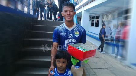 Bek Persib Bandung, Henhen Herdiana, usai latihan di Sport Jabar Arcamanik, Kota Bandung, Senin (10/9/18). - INDOSPORT