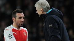Indosport - Santi Cazorla dan Arsene Wenger ketika masih di Arsenal,