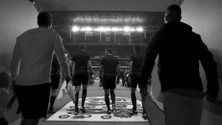 Laga Timnas Inggris vs Swiss akan disiarkan hitam putih selama 25 detik pertama. - INDOSPORT