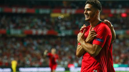 Andre Silva berselebrasi usai mencetak gol ke gawang Italia dalam laga lanjuta UEFA Nations League. - INDOSPORT