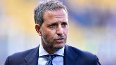 Indosport - Maurizio Sarri resmi dipecat oleh Juventus setelah gagal total di Liga Champions 2019/20.