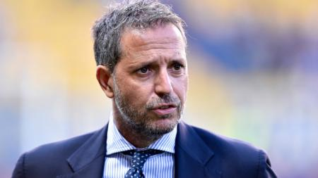 Direktur Olahraga Juventus, Fabio Paratici, punya agenda sibuk di Inggris, berburu tanda tangan pemain. - INDOSPORT