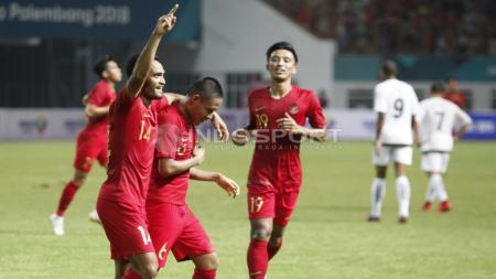 Para pemain Timnas Indonesia merayakan gol. - INDOSPORT