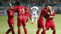 Indosport - Laga Persahabatan Timnas Indonesia vs Mauritius.