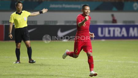 Evan Dimas merayakan golnya ke gawang Mauritius. - INDOSPORT
