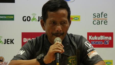 Pelatih Persebaya, Djadjang Nurdjaman, saat konfrensi pers. - INDOSPORT