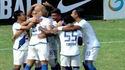 Gol Bayu Nugroho (PSIS Semarang) membobol gawang PSMS Medan.