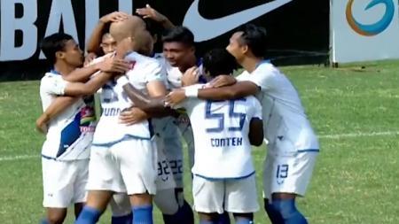 Gol Bayu Nugroho (PSIS Semarang) membobol gawang PSMS Medan. - INDOSPORT
