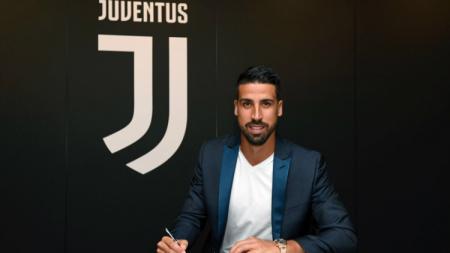 Sami Khedira menandatangani perpanjangan kontrak di Juventus. - INDOSPORT