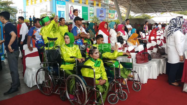 Puluhan ribu orang turut meramaikan pawai obor Asian Paragames 2018 di Kota Makassar. Copyright: Wira Wahyu Utama/Indosport.com