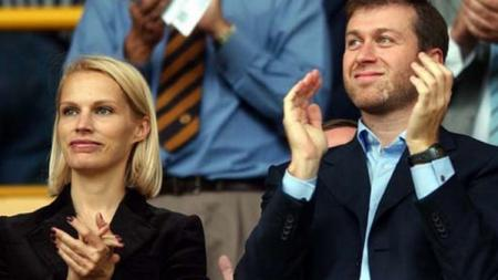 Roman Abramovich menolak mentah-mentah tawaran dari konglomerat Timur Tengah yang ingin mengakuisisi Chelsea - INDOSPORT