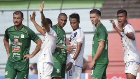 Jalannya laga lanjutan Liga 1 2018 antara PSMS Medan vs PSIS Semarang. - INDOSPORT