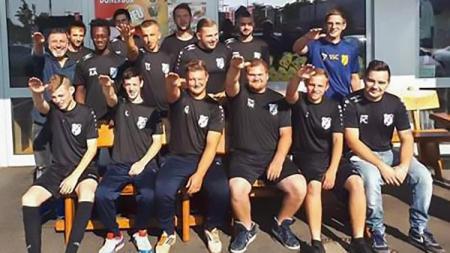 Tujuh pemain klub lokal Jerman didepak usai lakukan pose salam Nazi - INDOSPORT