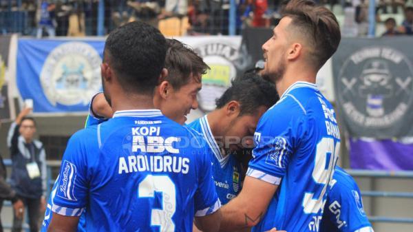 Hasil Pertandingan Liga 1 2018: Persib Bandung vs Arema FC - INDOSPORT