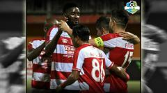 Indosport - Madura United vs Mitra Kukar.