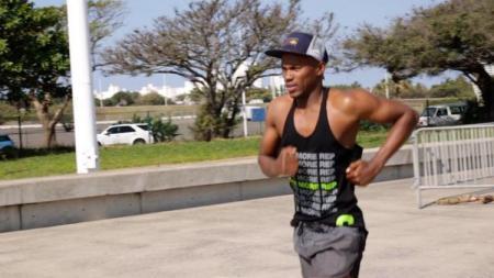 Mhlengi Gwala, atlet triathlon asal Afrika Selatan. - INDOSPORT