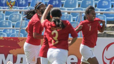 Aksi selebrasi pemain timnas putri U-16. - INDOSPORT