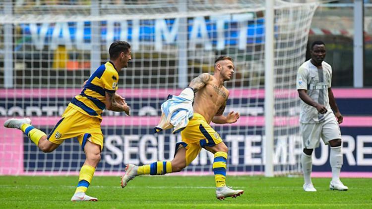 Federico Dimarco menjadi penentu kemenangan Parma atas Inter. Copyright: Getty Images/:MIGUEL MEDINA
