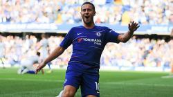 Eden Hazard berselebrasi usai mencetak gol ke gawang Cardiff City.