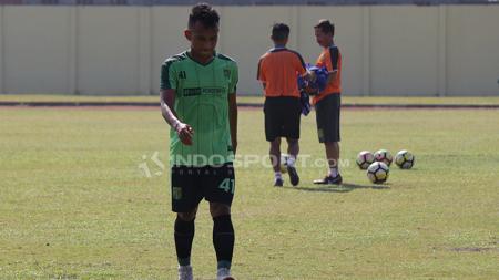 Irfan Jaya ikut latihan dengan Persebaya. - INDOSPORT
