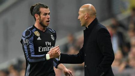 Meski ada rumor negatif disekeliling Gareth Bale, Zinedine Zidane selaku pelatih masih berniat memasukan namanya pada skuat utama klub LaLiga Spanyol, Real Madrid. - INDOSPORT