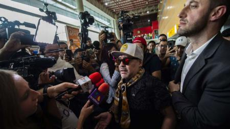 Hari kedatangan Diego Maradona di Meksiko yang langsung diserbu wartawan - INDOSPORT