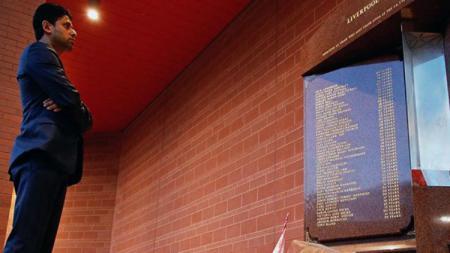 Presiden PSG Beri Penghormatan Untuk Korban Hillsbrough di Liverpool - INDOSPORT