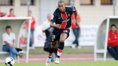 Indosport - Loris Arnaud saat masih membela Paris Saint-Germain.
