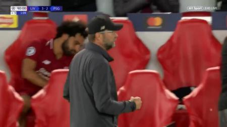 Mohamed Salah menunjukan reaksi kesal usai Firmino cetak gol kemenangan. - INDOSPORT