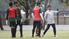 Indosport - Indra Sjafri memimfin latihan latihan Timnas Indonesia U-19.