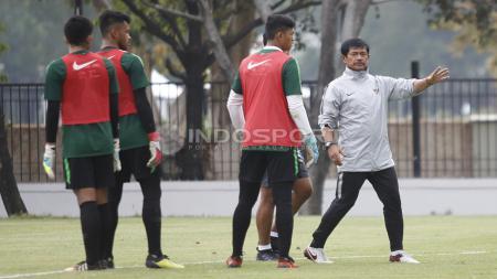 Indra Sjafri memimfin latihan latihan Timnas Indonesia U-19. - INDOSPORT