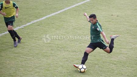 Syahrian Abimanyu mencuri kekaguman jurnalis dan media Malaysia setelah menciptakan umpan ajaib untuk Timnas Indonesia di Kualifikasi Piala Dunia 2022. - INDOSPORT