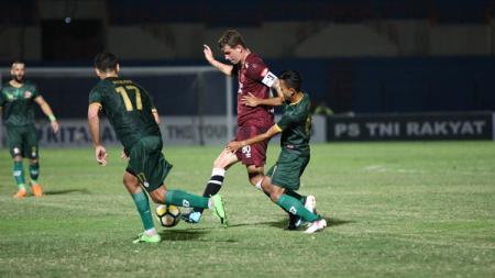 Situasi pertandingan PS TIRA vs PSM Makassar. - INDOSPORT