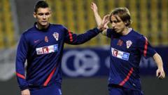 Indosport - Dua penggawa andalan Timnas Kroasia, Luka Modric dan Dejan Lovren